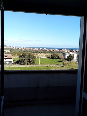 Ampio appartamento vicino al Mare! Terzo piano - MONTEPAONE  LIDO - Leilighet