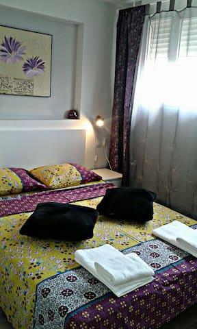 habitación con cama de matrimonio - 135/190
