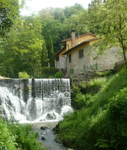 House near the river with waterfall - Buggiano - Byt