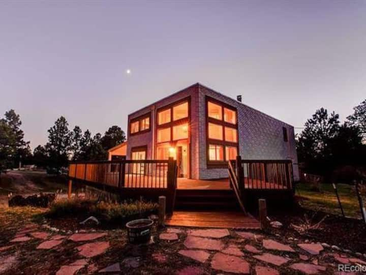 Mini mansion tucked away in forest 5K Sq Ft& Sauna