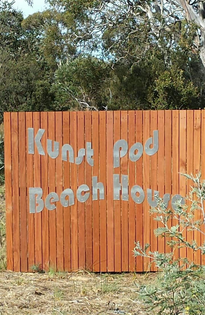 Kunst Pod Beach House