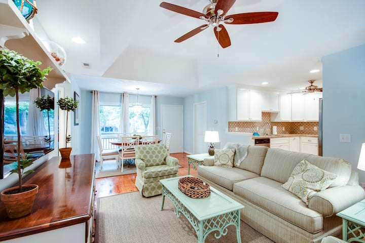 Renovated cottage w/ deck & shared pool - walk to beach, shops & dining!