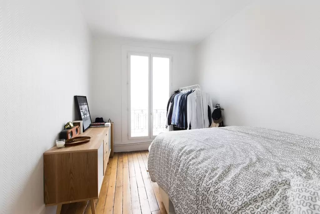 Room1 : with an incredible view over all est Paris. Gorgeous sunrise directly from your bed every morning.  On purpose no curtain