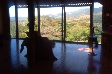 Una casa de artista en el bosque - Miramar de Puntarenas