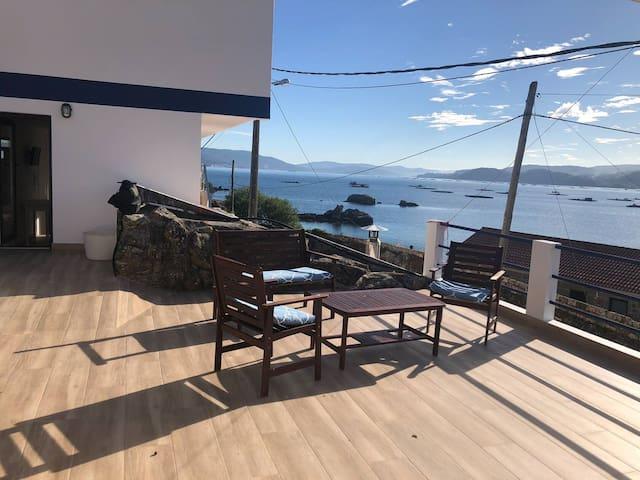 El camarote De la Villa. Estudio frente al mar.