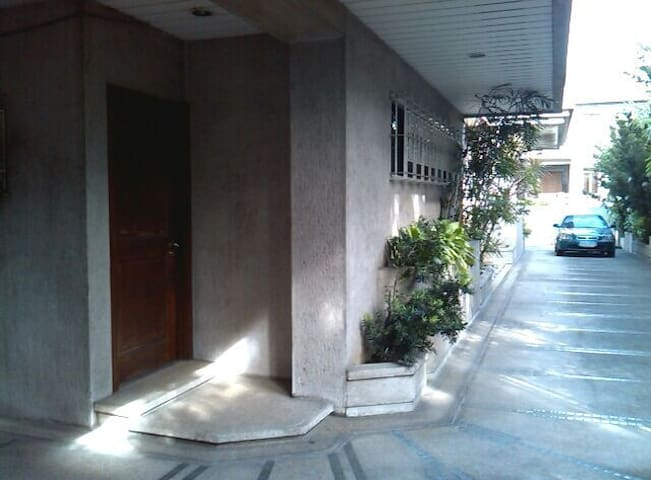70sqm,2car garage,exclusive village - Quezon City - Hus