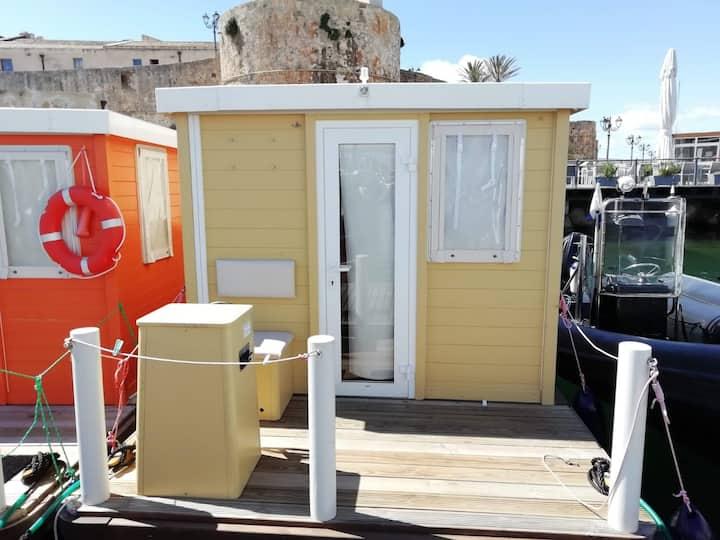 "Cozy Houseboat ""Alghero Gialla"" with Wi-Fi, Veranda & Rooftop Terrace"