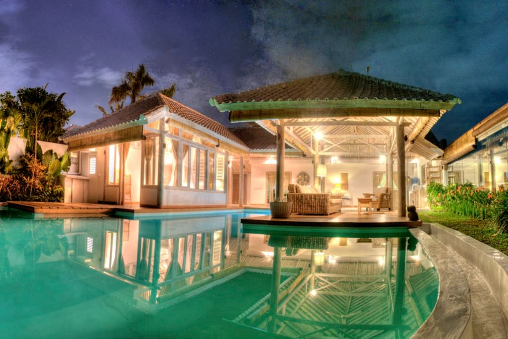 Large pool, living room surrounded by rice fields and pool
