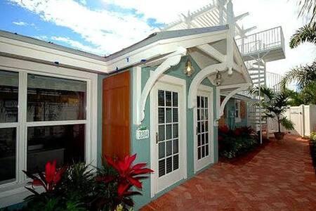 Palm Isle 3204 - Holmes Beach