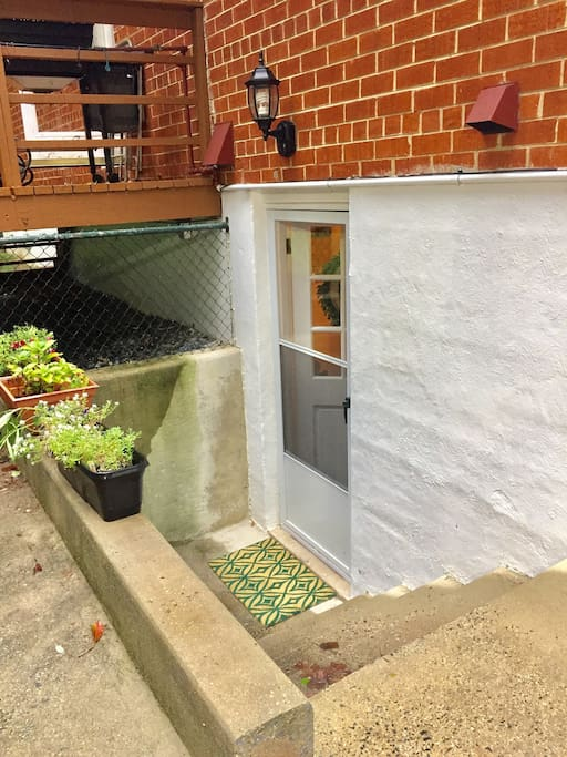private entrance basement suite flats for rent in