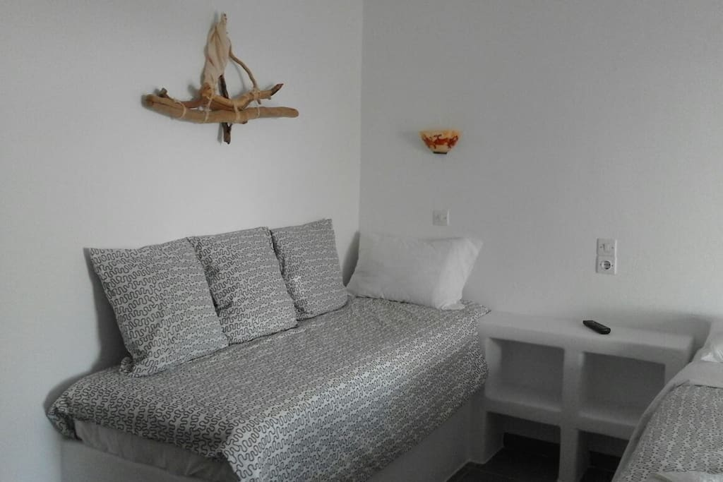 Spacious studio, cool and quiet. Ideal for couples!