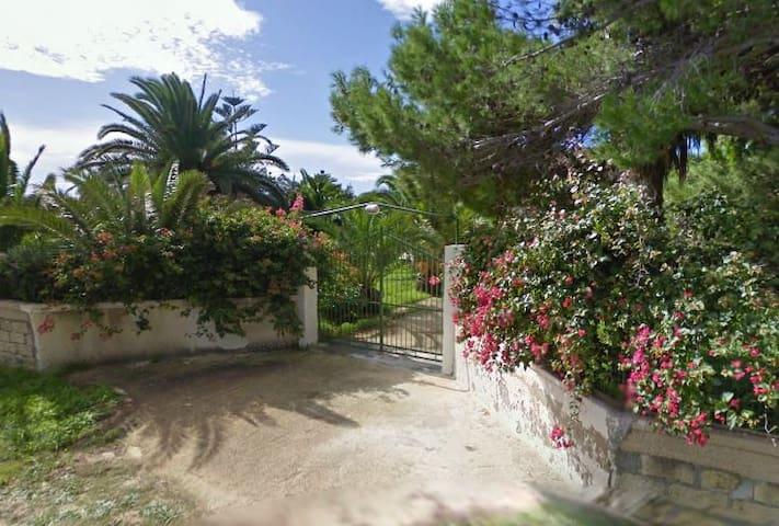 """Casa Vacanza """"La Pineta"""" - Syrakuzy - Dom"""