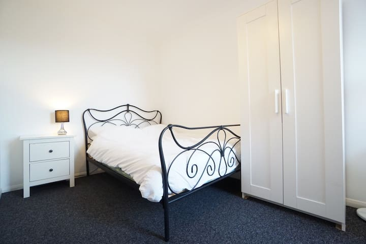 Large bright room in quiet, residential area - 3.