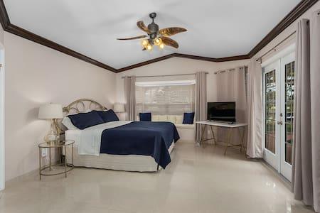 Cabaña Guest Suite- Private w/ Pool, Massage Chair