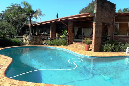 Valley View Guest House-Gecko Suite - Sabie