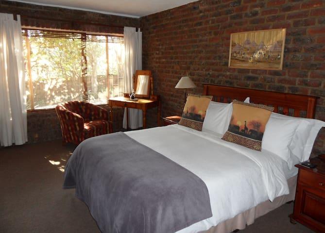 Gecko Suite bedroom