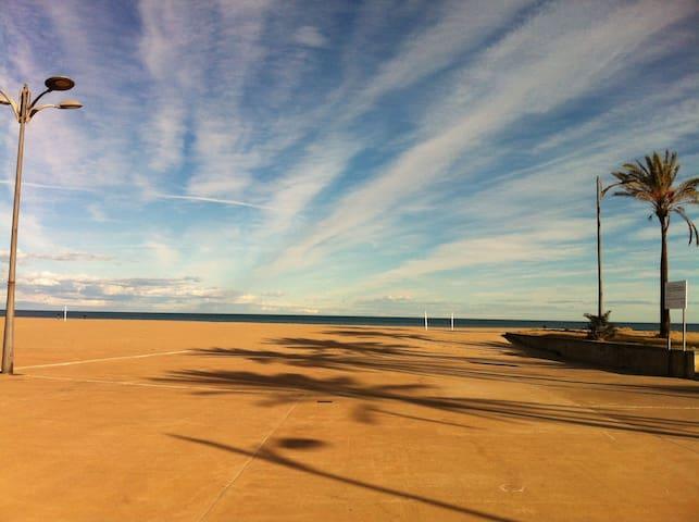 Long and spacious promenade. (January 2014)