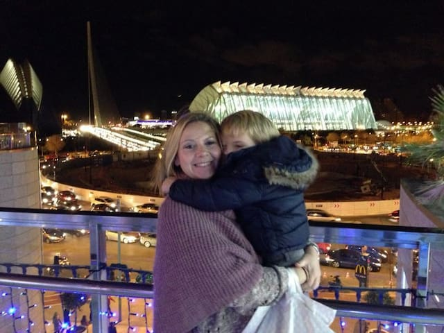 Sales shopping, movie, dinner and enjoying the views in the Aqua Shopping Center (15-20 minutes by bus).