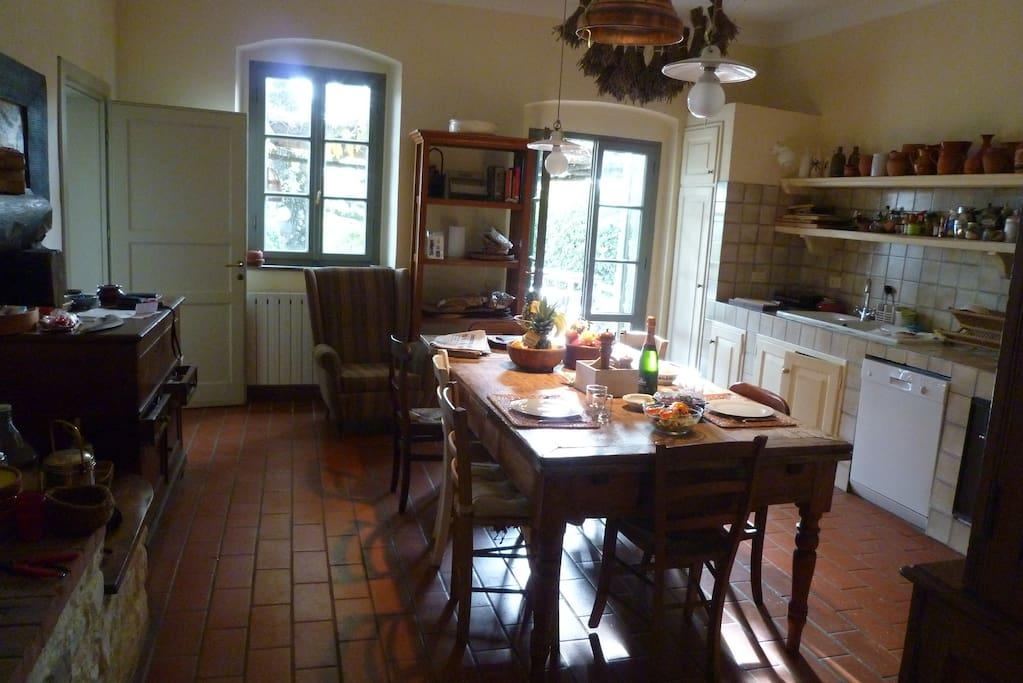 BIG cottage: Kitchen - Cucina