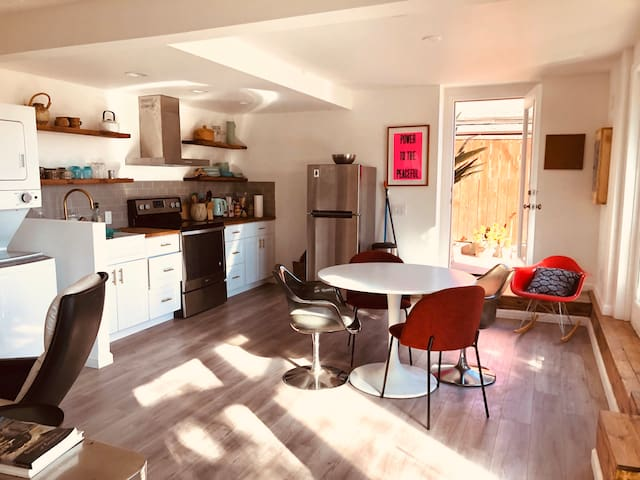 Sun-Filled Bohemian One bedroom With views !