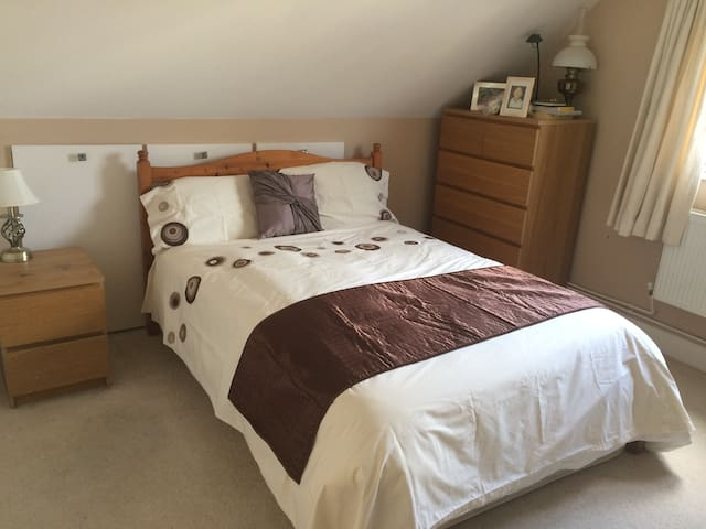 Private room, 20 mins to Gatwick or 30 to London - Warlingham - Casa