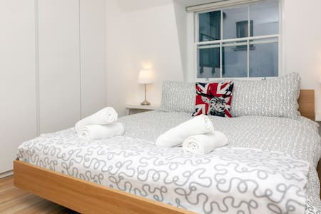 Piccadilly Circus - Double Room 4.1