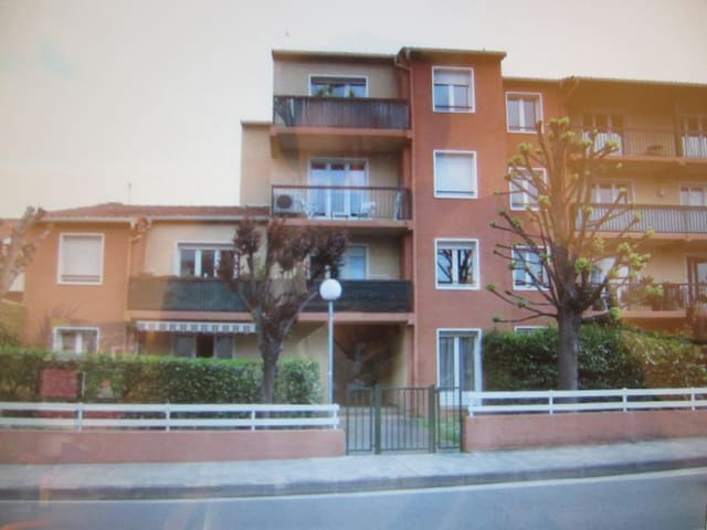 Studio meubl saint exup ry flats for rent in toulouse for Garde meuble midi pyrenees