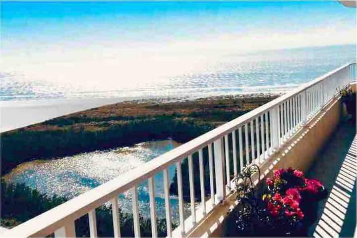 OCEANFRONT PENTHOUSE ! beach access 🏖 Sunset view