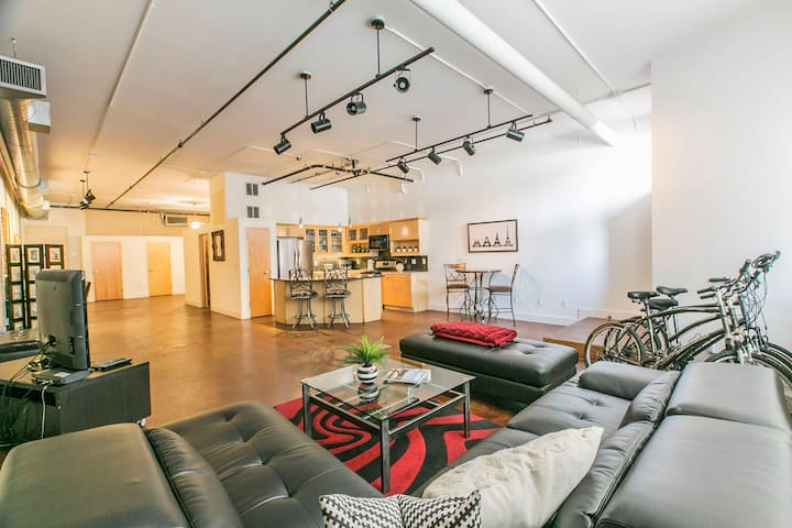 ★Downtown Loft by 6th St.★ Convention Center!