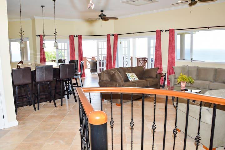 Chrissy's Villa - Penthouse