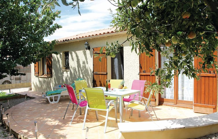 Holiday apartment with 3 bedrooms on 80m² in Eyguieres