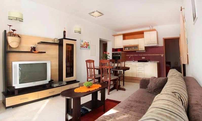 Apartments Mimoza: Orange apartment - Podstrana - Byt