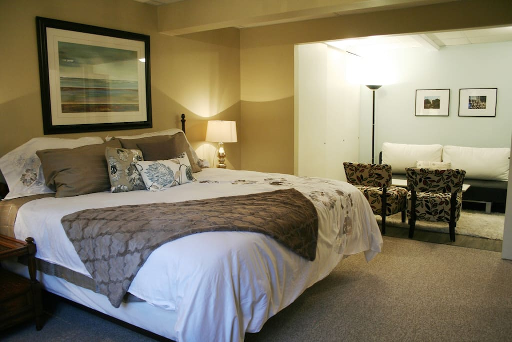 The Garry Oak suite has an open plan with king bed and sofa and chairs in the private lounge area.