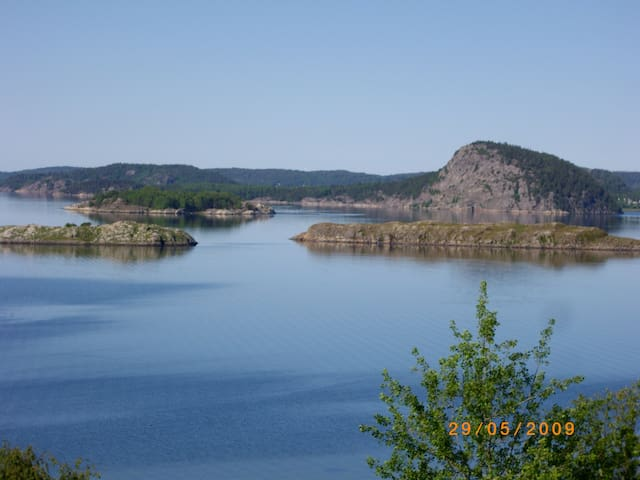 Fantastic view over Swedish fjord, boat included - Uddevalla - Huis
