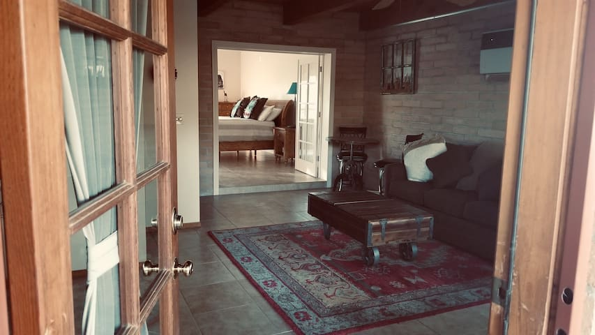 Burns Ranch Casita, privacy in the foothills.