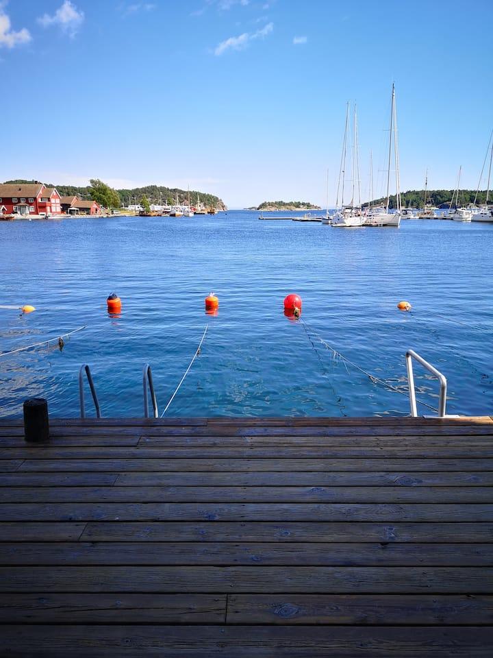 Lillesand Sentrum rett ved sjøkanten m/båtplass