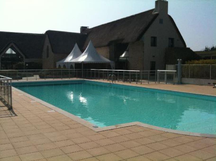 Cette grande  piscine est chauffée