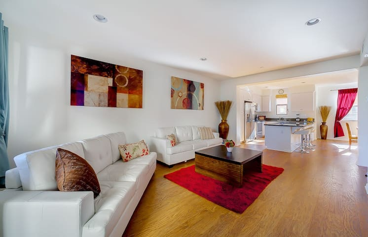 Gorgeous New Built Townhome - Long Beach - Departamento