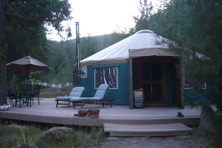 Creekside Yurt at Mount Shasta - 威德(Weed)