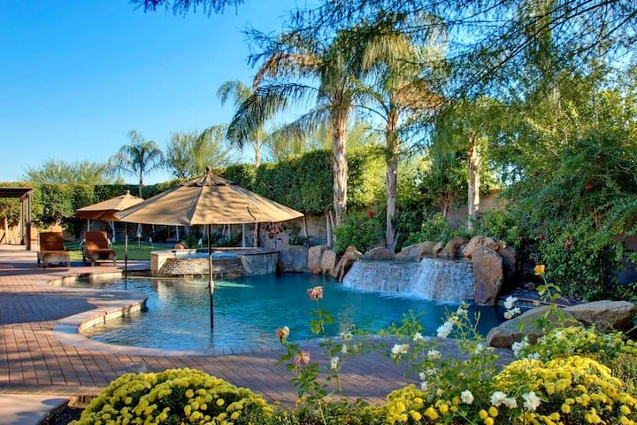 Tranquility Desert Oasis-Courtyard Queen Casita