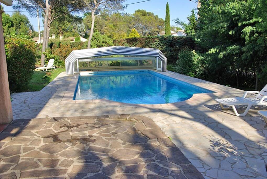 Abri piscine rétracté