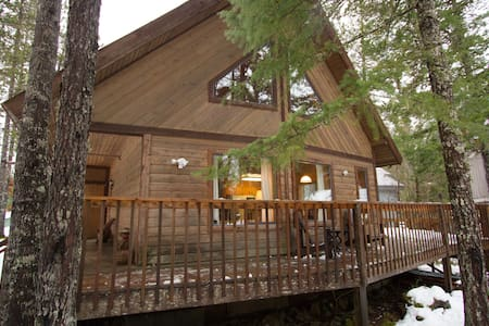 Cabin in the Woods by a Lake - Whistler - Chalupa