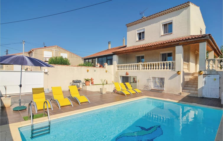 Holiday apartment with 3 bedrooms on 120m² in Port de Bouc