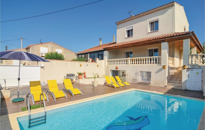 Stunning home in Port de Bouc with WiFi and 3 Bedrooms