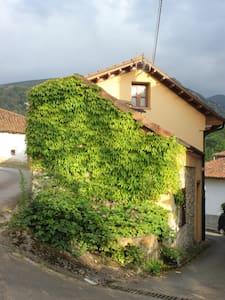 Casa rural bien comunicada - Infiesto - Huis