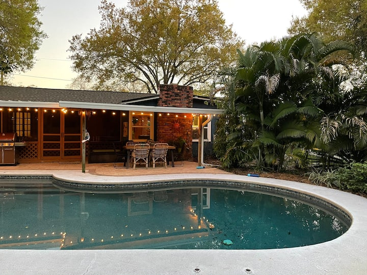 Hibiscus House: Art-filled 3BR St. Pete Pool Home