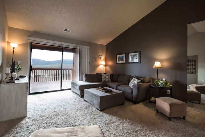 Branson, Mo Condo at Pointe Royale Golf Resort
