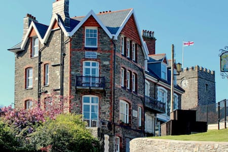 Castle Hill Guest House - Self Catering