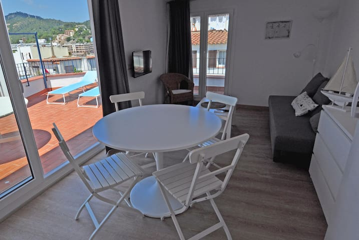 Penthouse with solarium 1 min walking to the beach