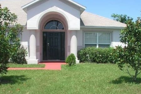 Home away from home in Poinciana - Huis
